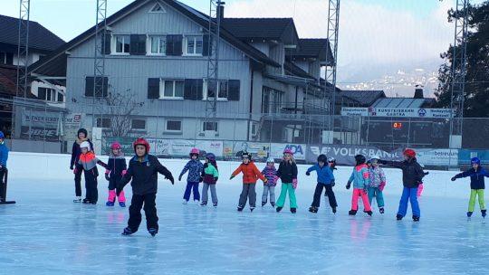 Weihnachtsstimmung auf dem Eis